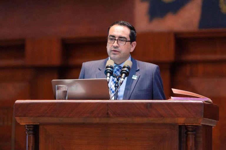Pérez acudió al Pleno de la Asamblea para explicar las posibles acciones u omisiones en las que ha incurrido esta entidad. Foto: Fiscalía