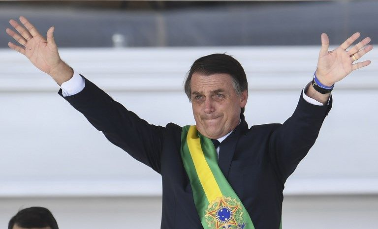 """BRASILIA, Brasil.- """"Prometo mantener, defender y cumplir la Constitución brasileña"""" y """"observar las leyes, por el bien del pueblo brasileño"""", dijo Bolsonaro. Foto: AFP."""