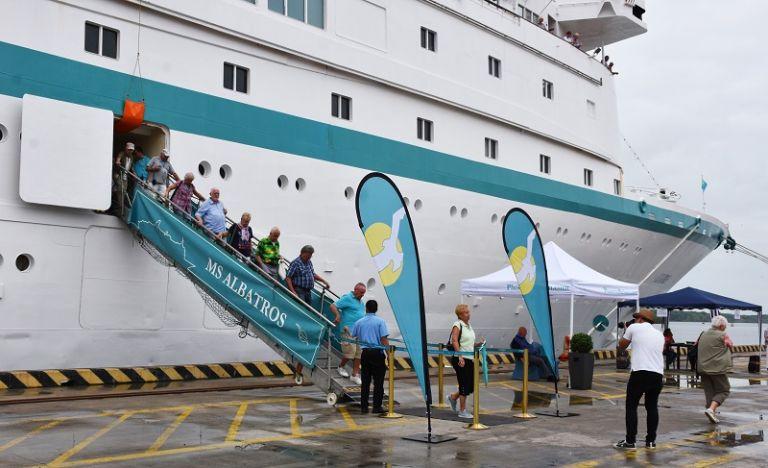 'Albatros' arribó a Guayaquil dentro de su viaje iniciado en Hamburgo (Alemania).