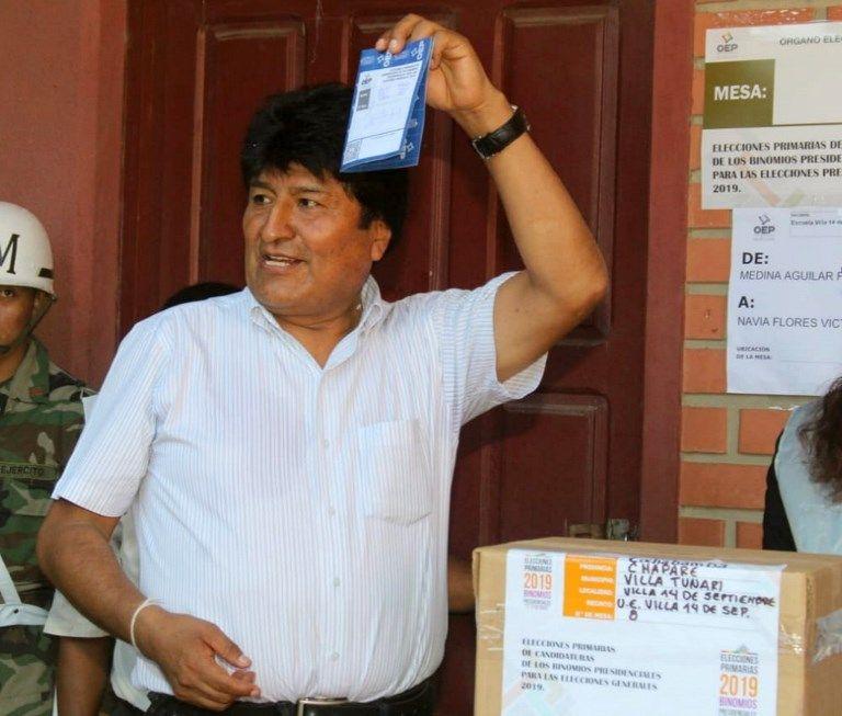 Morales votó en una escuela de Villa Tunari, en la región central de Cochabamba. Foto: AFP