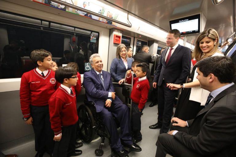 """""""Una grata noticia, que al igual que otras capitales de América, ahora podamos contar con este medio de transporte"""", dijo Moreno. Foto: Twitter @ComunicacionEc"""