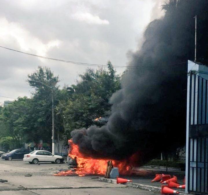 Al lugar acudió personal del Cuerpo de Bomberos para controlar el fuego.