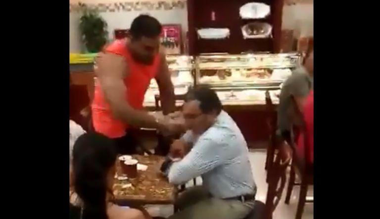 Un video que ha sido publicado en redes sociales, muestra la agresión de la que fue víctima el exfuncionario. Foto: captura de video