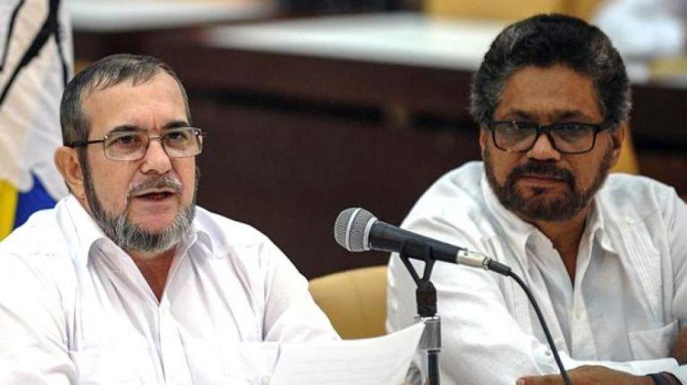 El presidente del partido colombiano Fuerza Alternativa Revolucionaria del Común (FARC), Rodrigo Londoño, junto a su compañero de partido, Iván Márquez.