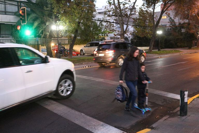 Santiago de Chile restringirá la circulación vehicular por contaminación. Foto: @gstierling