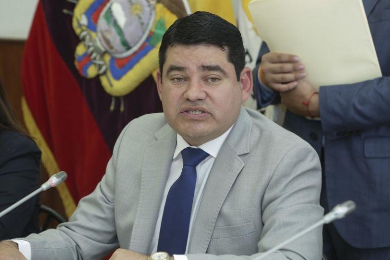 Ante la mesa legislativa, Tuárez dijo que él no es representante de ninguna orden religiosa.