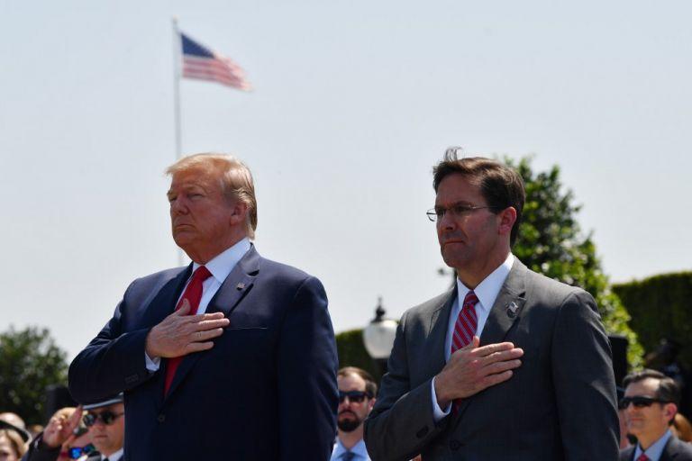 El presidente estadounidense Donald Trump y el secretario de Defensa, Mark Esper. Foto: AFP.