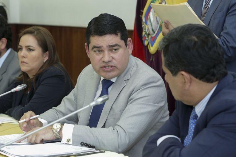 La mesa, también, decidió que la documentación pase a conocimiento de la Contraloría y Fiscalía.