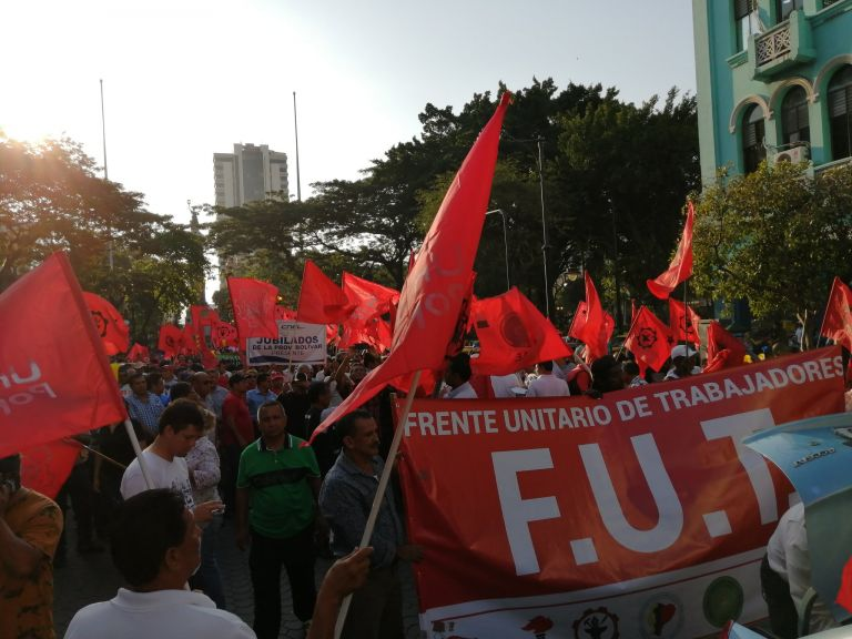 En Guayaquil, la manifestación se concentró en la avenida 9 de Octubre.