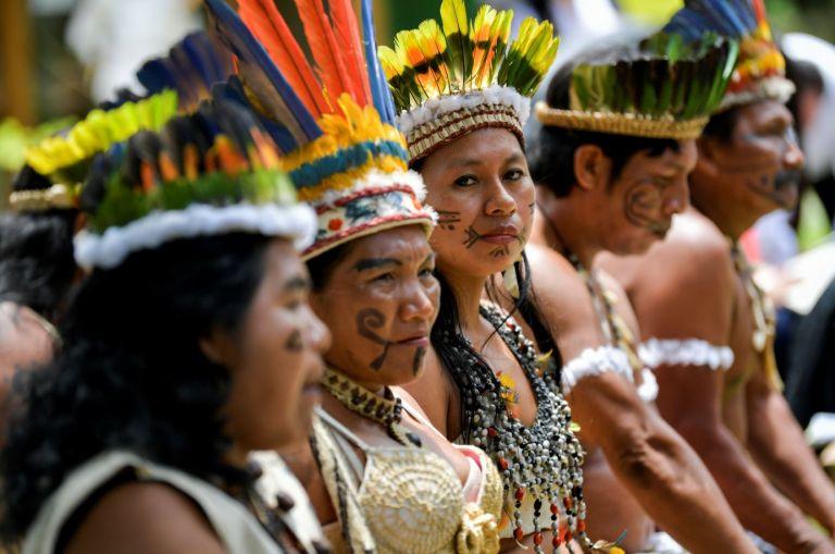 La principal barrera para mantener viva la cultura de los indígenas esla falta de libros y proyectos que estén acorde con su día a día.Foto: AFP.
