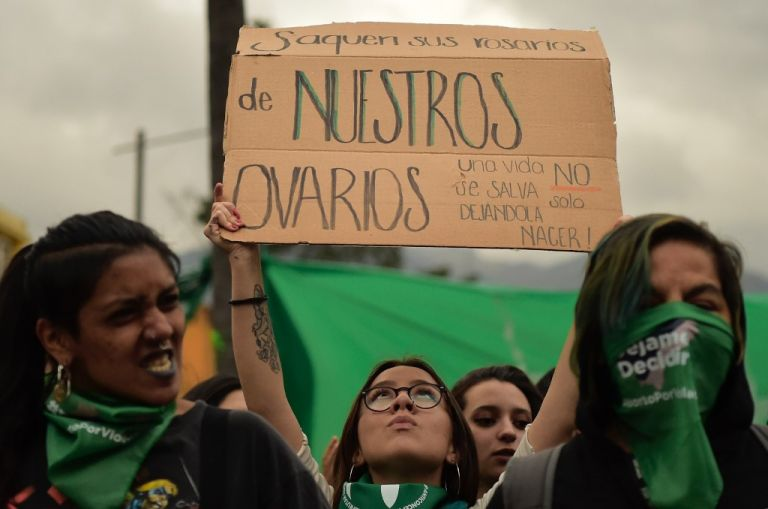 El aborto está tipificado como delito en Ecuador desde hace dos siglos. Foto: AFP