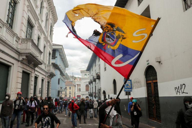 Una manifestación que intentaba llegar al Palacio de Gobierno en el Centro Histórico de Quito. Foto: Reuters.