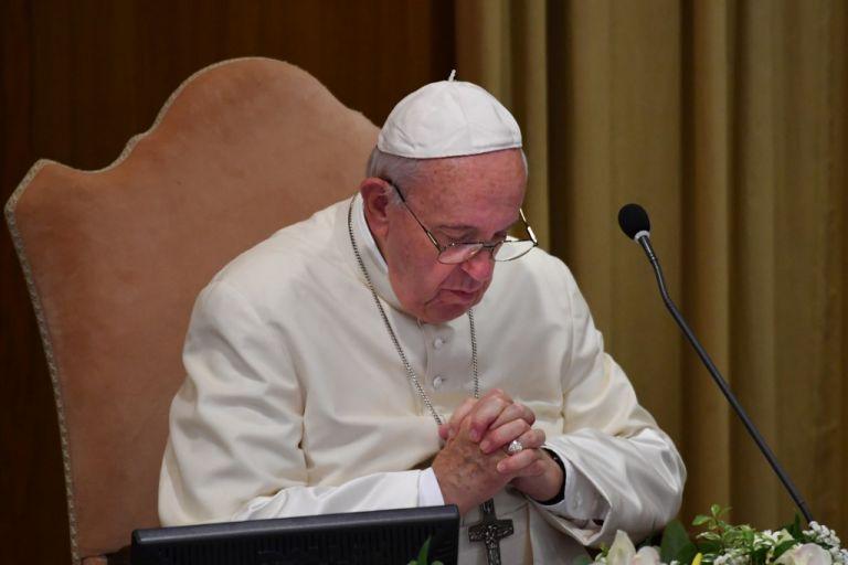 Durante el rezo del Ángelus, el papa Francisco pidió por Ecuador. Foto: AFP.