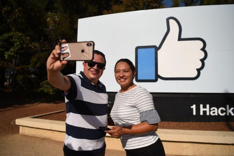 """""""el difunto continúa contribuyendo"""" a la recolecta de datos en la red social"""", afirma un experto. Foto: AFP"""