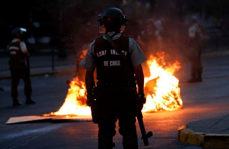 Unicef alertó este jueves sobre vulneraciones de derechos de niños, niñas y adolescentes a causa de procedimientos policiales durante las protestas en Chile. Foto: Reuters.