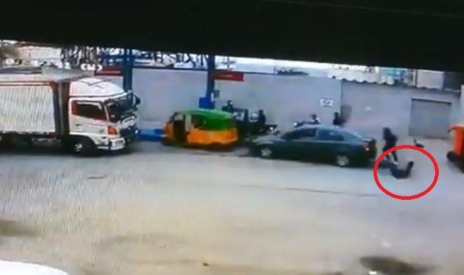 El ciudadano logró alertar a la policía, quienes iniciaron una persecución contra los sospechosos.