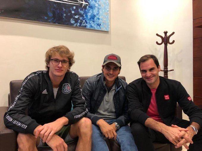 """""""Al mejor tenista de todos los tiempos lo tenemos frente a todos nosotros"""", dijo Lapentti al presentar a Federer en la rueda de prensa."""