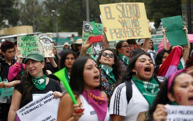 La mujer que cause su aborto o permita que otro se lo cause, es susceptible de ser sancionada con una pena privativa de libertad. Foto: Reuters