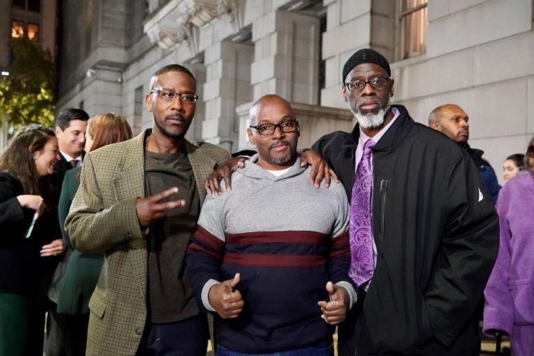 Alfred Chestnut, Ransom Watkins y Andrew Stewart pasaron 36 años en prisión por un crimen que no cometieron. Foto: AFP.