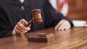 El hecho investigado ocurrió en 2014, en el desarrollo de una audiencia de apelación a una causa de violencia intrafamiliar.
