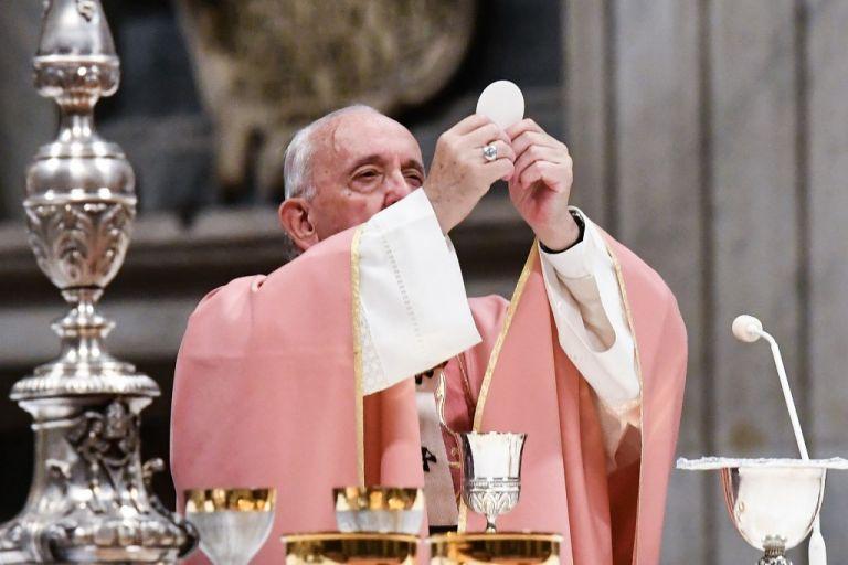 El papa Francisco dio un paso adelante en la lucha contra la pederastia cometida por sacerdotes. Foto: AFP