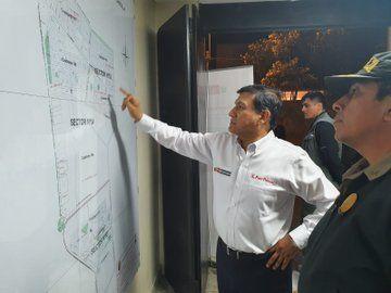 Ministro del Interior, Carlos Morán, luego del trágico suceso, supervisó varias dependencias policiales de Lima. Foto: @MininterPeru