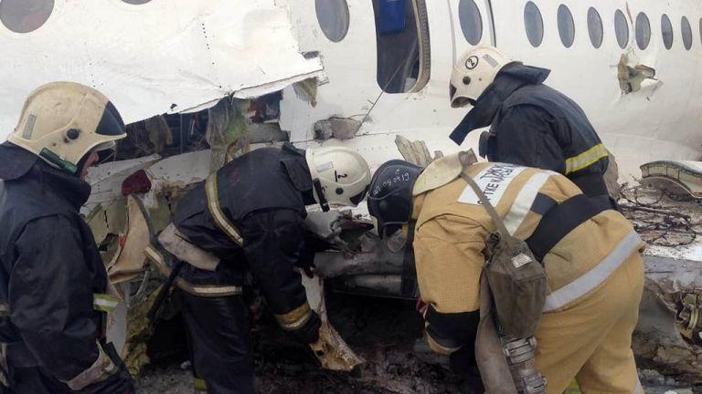 A bordo de la aeronave viajaban entre 98 y 100 personas, incluidos 5 miembros de la tripulación. Foto: AFP