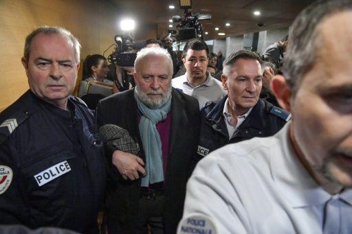 Exsacerdote Bernard Preynat en el tribunal de Lyon, Francia, el 13 de enero de 2020. Foto: AFP.