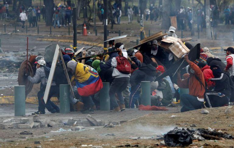 """La CIDH pidió a las autoridades ecuatorianas que investiguen y castiguen a los policías que incurrieron en un """"uso excesivo de la fuerza"""" durante las protestas de octubre. Foto: Reuters."""