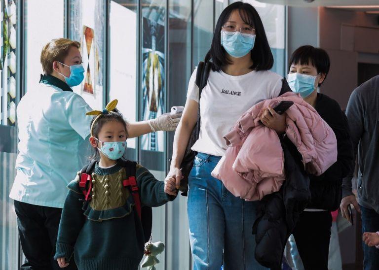 El brote de coronavirus ha disparado la demanda, y también el precio, de las mascarillas en China. Foto: AFP.