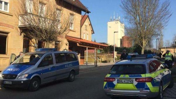 El padre y la madre del agresor fueron víctimas del ataque.