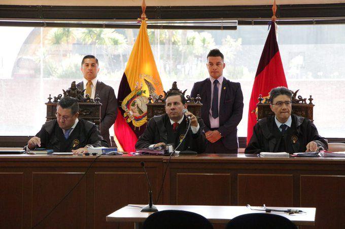 Juez León ordenó a la Policía que sacara de la audiencia al próximo abogado que interrumpiera sin permiso.