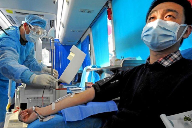 Los síntomas de la nueva enfermedad son en muchos casos parecidos a los de un resfriado. Foto: AFP