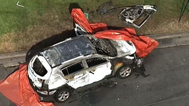 Rowan Baxter se acercó al automóvil, lo roció de gasolina y le prendió fuego. Imagen: captura de video.