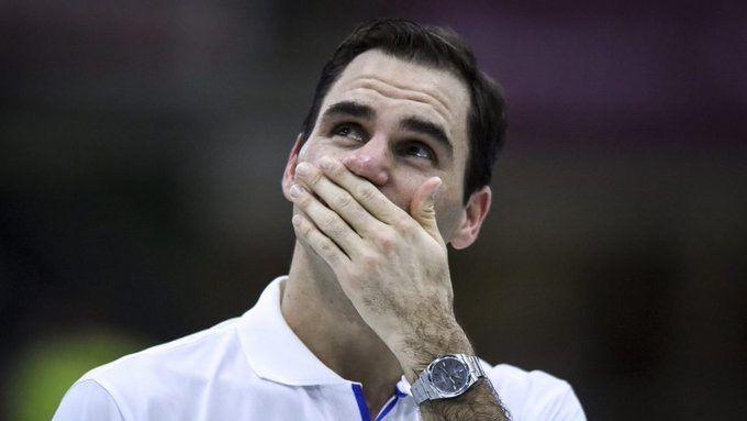 Federer se realizó una artroscopía en la rodilla derecha e intentará volver a jugar en la gira de césped.