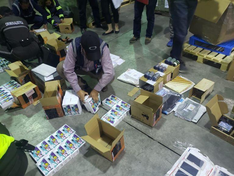 El 51 por ciento de la mercancía decomisada corresponde a equipos electrónicos. Foto: SENAE.