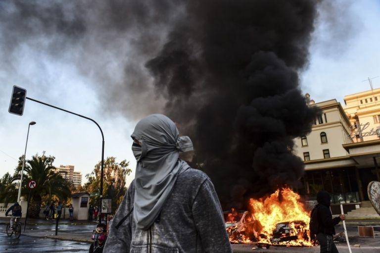 El mandatario condenó los graves disturbios en Viña del Mar, en donde se realiza el tradicional festival de música. Foto: AFP..