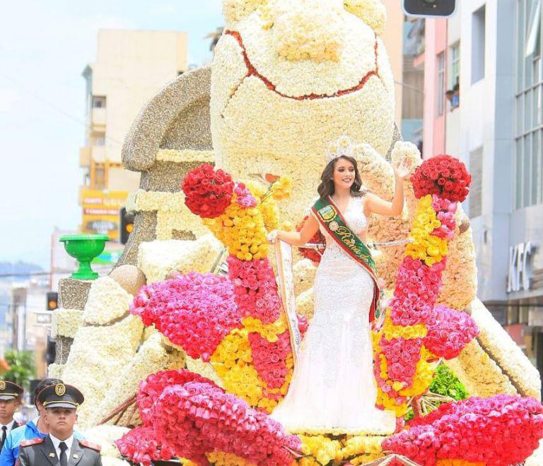 Ambato utilizó cerca de 10.000 flores y más de 8.000 frutas para adornar los carros alegóricos. Foto: Municipio de Ambato.