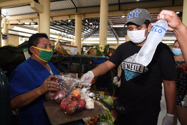 Guayaquil. Los mercados municipales siguen normas de prevención. (Foto: @cynthiaviteri6)