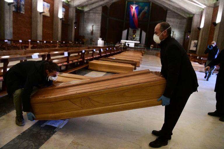 La cantidad de muertos en Italia, que registró su primer deceso vinculado al virus a fines de febrero, asciende a 12.428. Foto: AFP