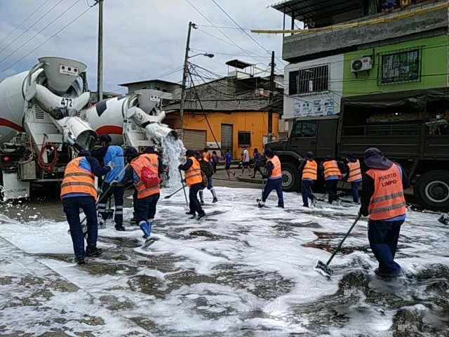 Puerto Limpio colaboró con la limpieza de calles en el noroeste de Guayaquil.