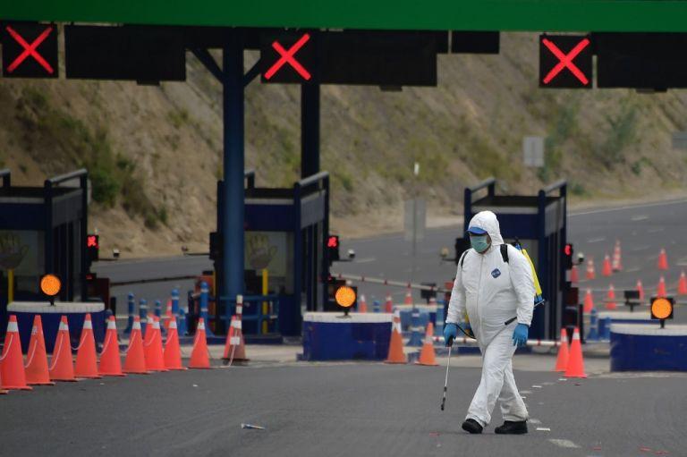 Autoridades colombianas temen trepada de casos por fuga en la frontera Sur, colindante al Ecuador.
