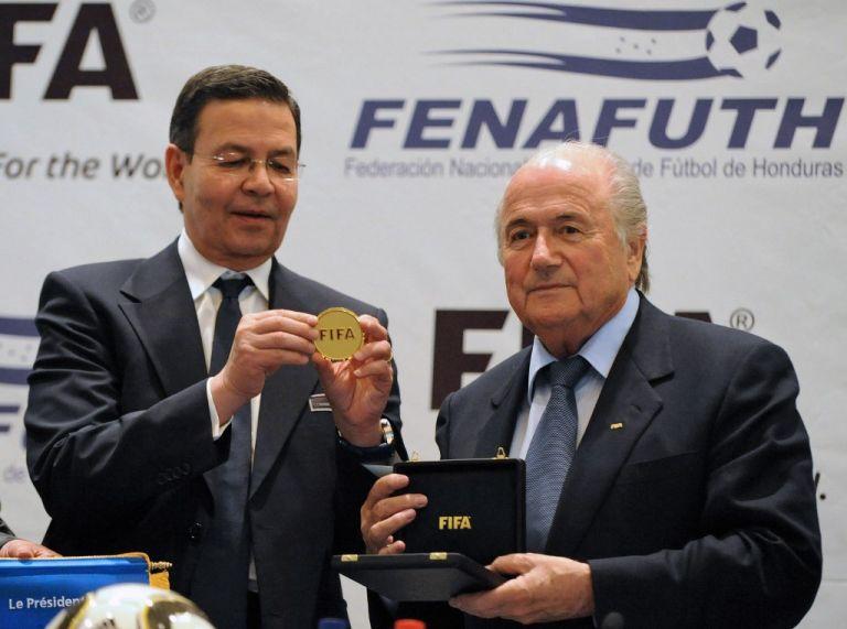 Rafael Callejas, quien dirigió la Federación de Fútbol de Honduras, fue acusado en el FIFA Gate, que generó la salida de Joseph Blatter de la FIFA. Foto: AFP.