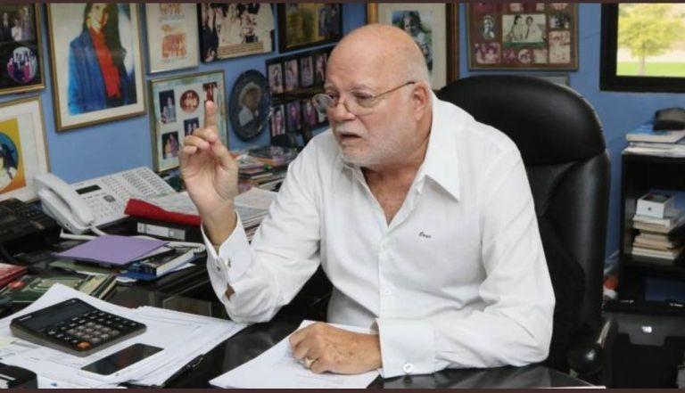Omar Quintana fue campeón por tres ocasiones con el Club Sport Emelec (1979, 2001 y 2002). Además, alcanzó la presidencia del Congreso Nacional en 2005 en filas del PRE.