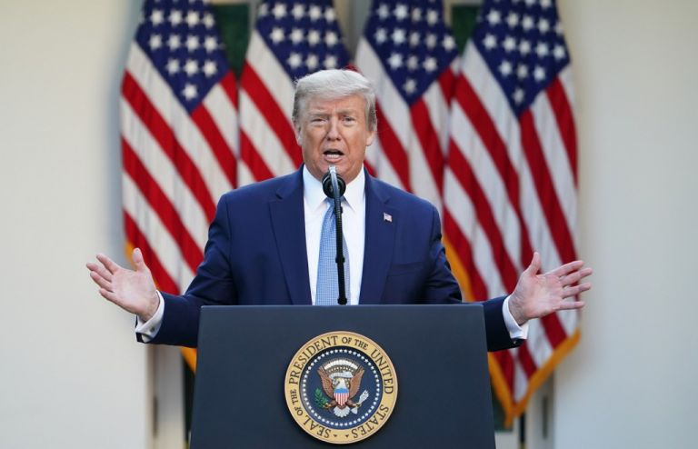 """Trump firmó la orden para """"proteger los empleos"""" de sus ciudadanos y la economía del país. Foto: AFP"""