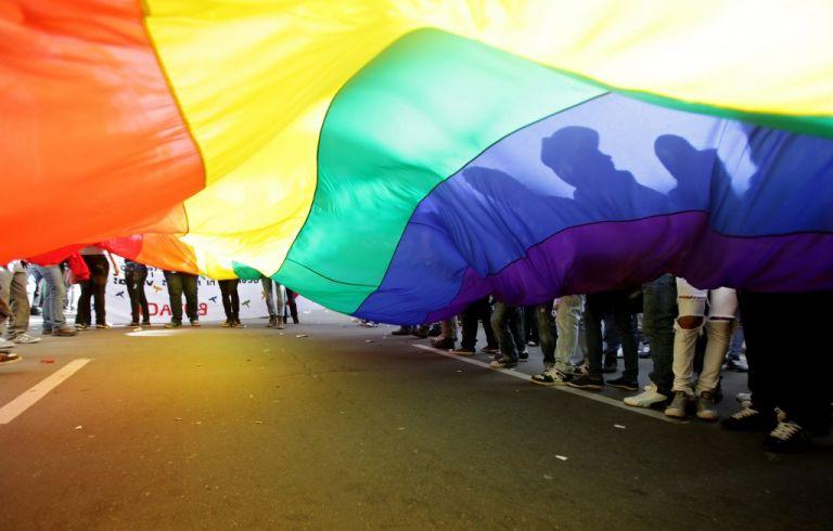 Piden garantizar el suministro gratuito de alimentos crudos para las personas LGBT en pobreza emergente.