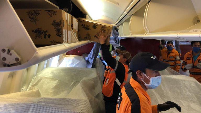 """Latam Airlines Ecuador realizó el primer vuelo """"seat containers"""" con destino hacia Miami, Estados Unidos, el 29 de abril. Esta modalidad consiste en utilizar aviones de pasajeros para adaptar y depositar carga en su cabina."""