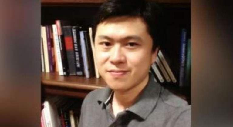Bing Liu laboraba como asistente de investigación en la Universidad de Pittsburgh y fue encontrado muerto en su casa con heridas de bala en la cabeza, cuello, torso y extremidades.