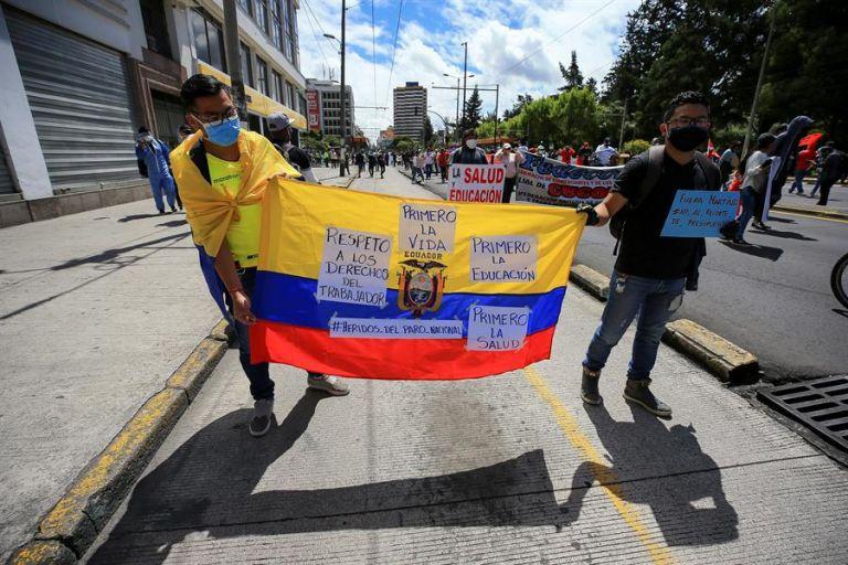 Unas 400 personas se manifestaron este lunes en Quito contra la recién aprobada Ley Humanitaria, impulsada por el Gobierno. Foto: EFE