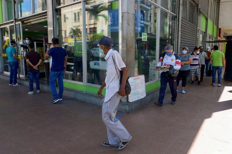 Tras cumplirse 66 días de aislamiento, los sectores económicos de Ecuador empiezan a reactivarse. Foto: EFE